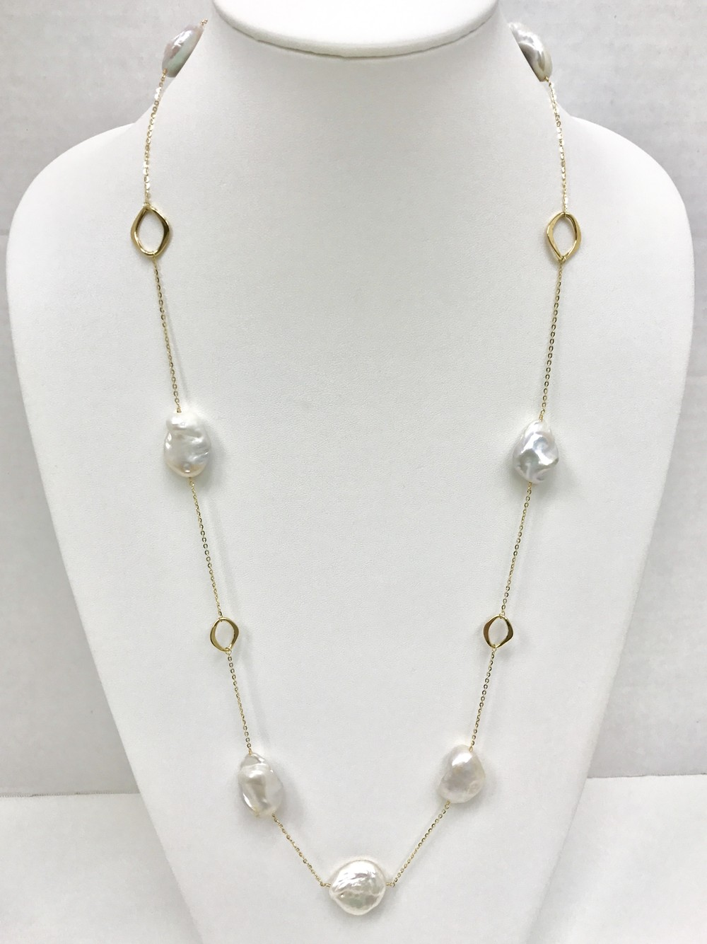 Geometric Gold Chain Pearl Necklace