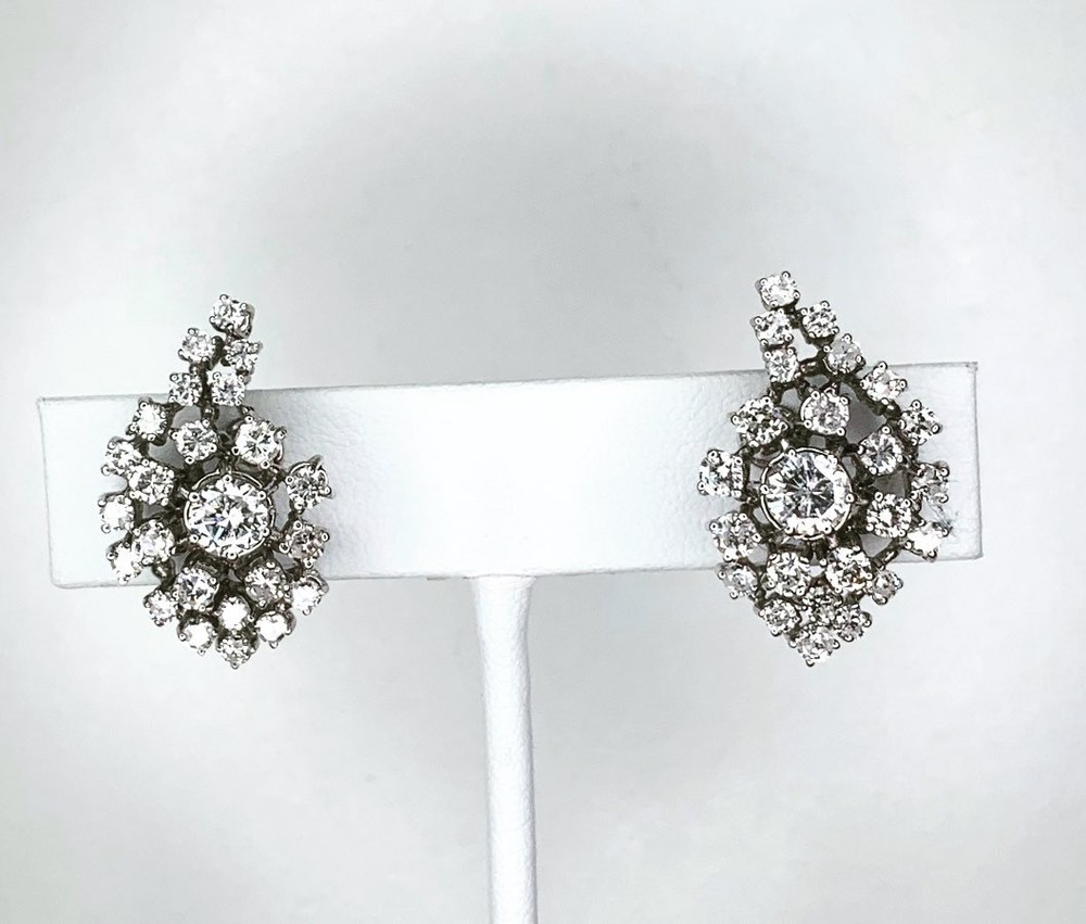 Dew Drops Diamond Earrings